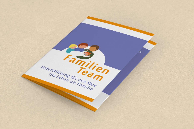 ulrikebahl-grafik-FamilienTeam-Flyer